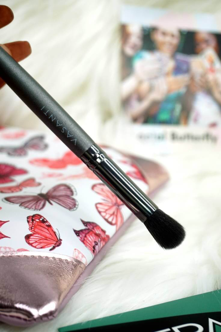Ipsy Reviews April 2018 Ipsy Glam Bag | VASANTI COSMETICS Concealer Buffer Brush | Chiclypoised.com
