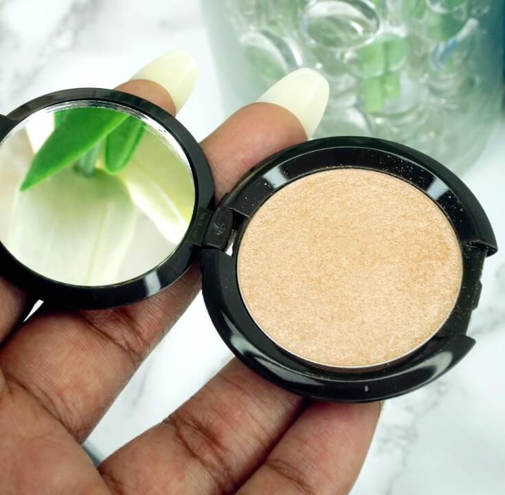 Becca Shimmering Skin Perfector Pressed Highlighter in Champagne Pop | Chiclypoised.com