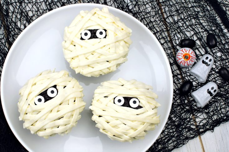 Halloween Treats for Halloween Parties | Mummy Halloween Cupcakes