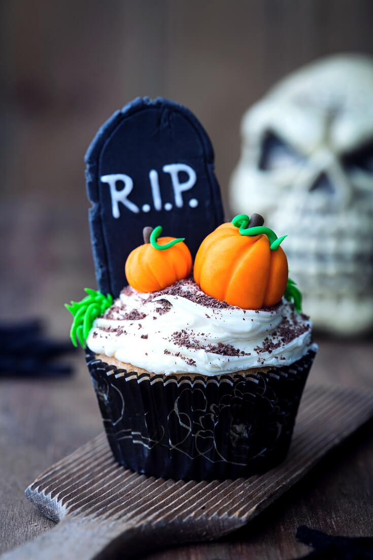 Halloween Treats for Halloween Parties | RIP Tombstone Halloween Cupcakes