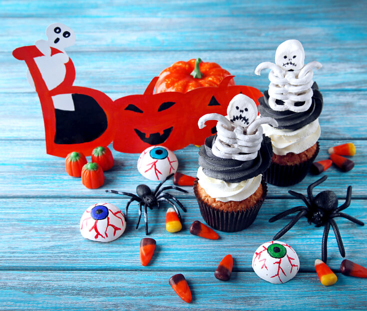 Halloween Treats for Halloween Parties | Skeleton Halloween Cupcakes