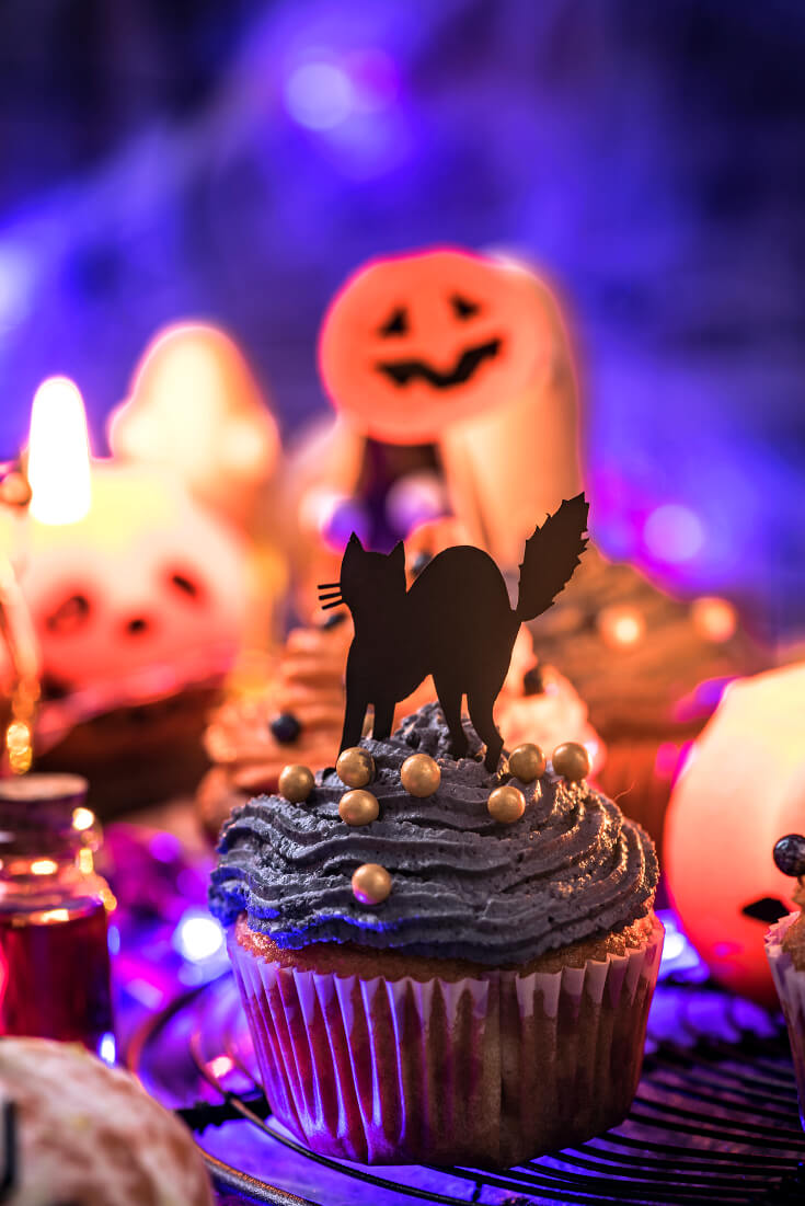 Halloween Treats for Halloween Parties | Spooky Black Cat Halloween Cupcakes