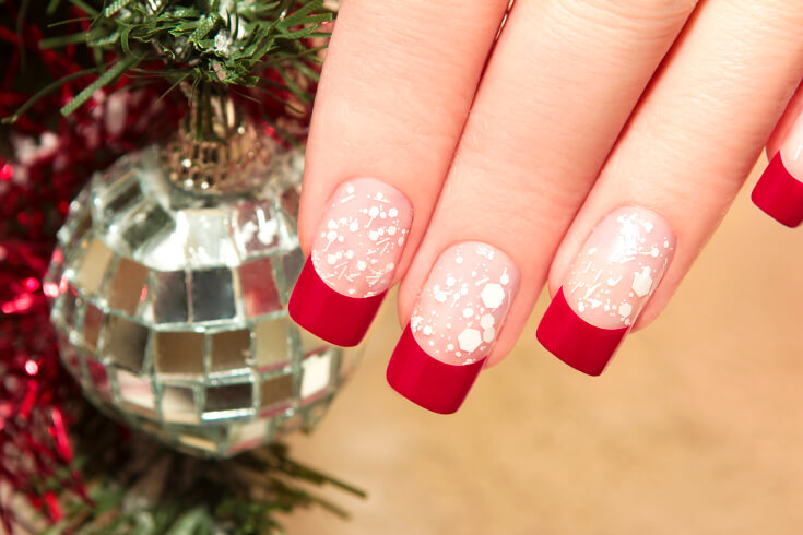 Easy DIY Christmas Nails To Do This Year