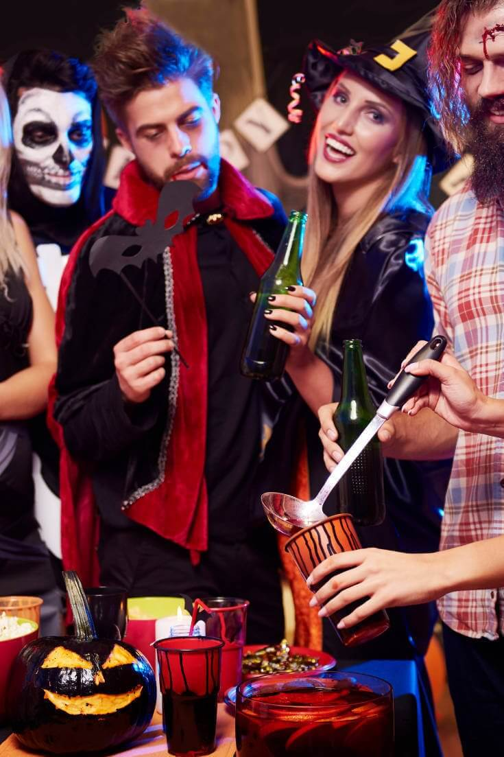 Couples Who Nailed Their Halloween Costumes To A T 1 of 2